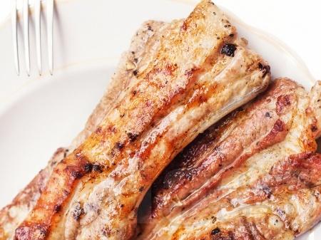 Крехки свински ребра в пикантна марината - снимка на рецептата